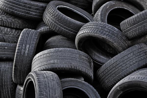 stari-avtomobilni-gumi