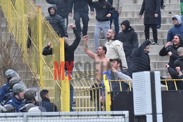 futbolni-huligani-levski-botev