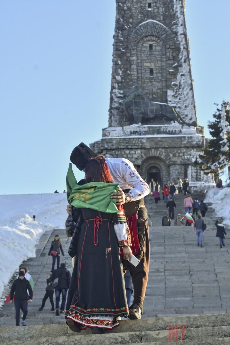 shipka-monument-kissing