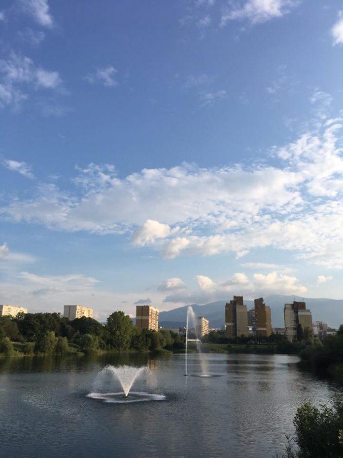фонтан-езерото-дружба