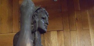 apolon-statue
