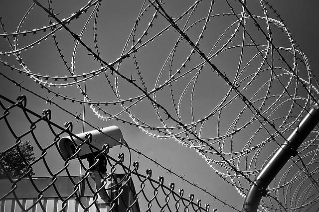затвор-ограда