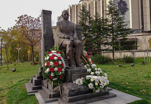 Паметник на Симеон Радев