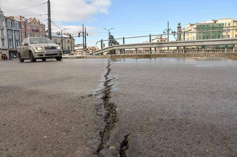 napukan-asfalt-lavov-most-sofia